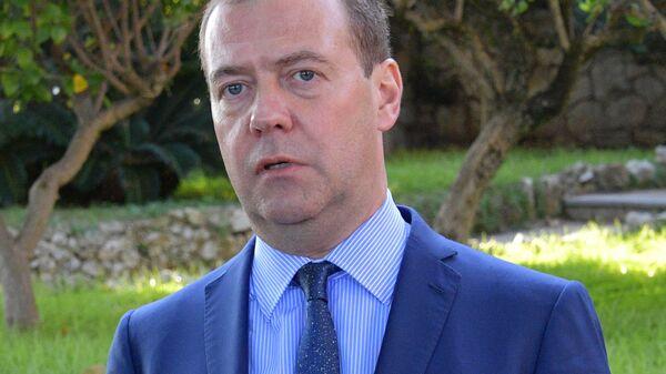 Дмитрий Медведев отвечает на вопросы журналистов по итогам пленарного заседания международной конференции по Ливии в Палермо. 13 ноября 2018