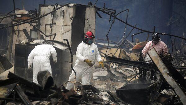 Спасатели ликвидируют последствия лесного пожара в городе Парадайз в штате Калифорния. Архивное фото