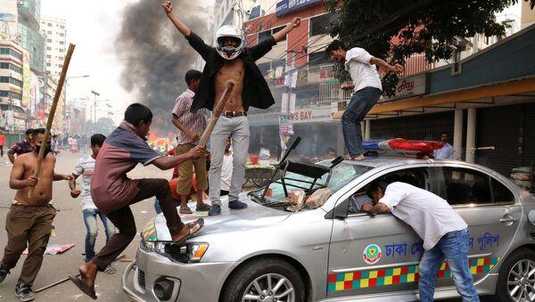Сторонники оппозиционной Националистической партии во время беспорядков в Дакке. 14 ноября 2018