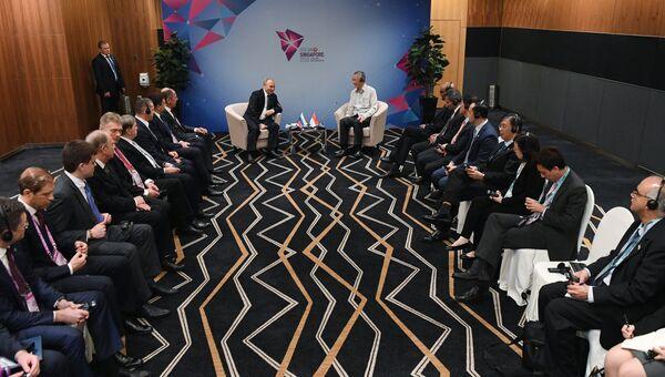 Президент РФ Владимир Путин и премьер-министр Сингапура Ли Сяньлун