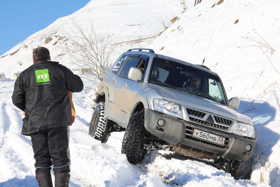 Опрокинулся по дороге в Даргавс, пограничники остановились помочь