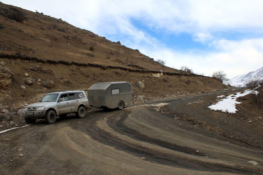 Путешествую по горам в поисках места для лагеря. Карачаево-Черкессия