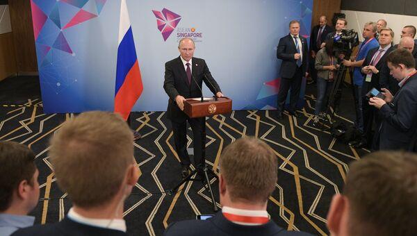Президент РФ Владимир Путин на пресс-конференции в Сингапуре. 15 ноября 2018
