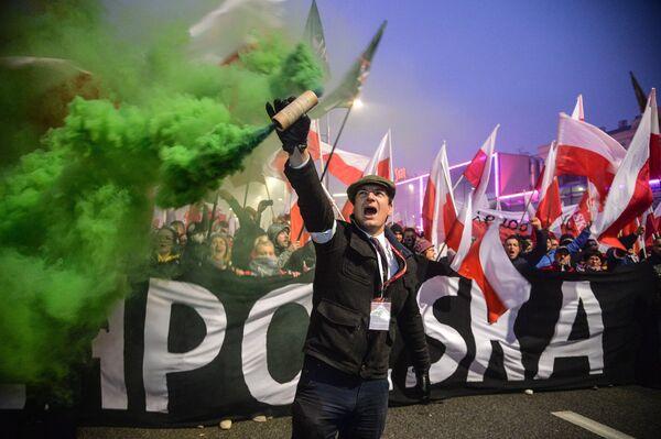 Участники марша в Варшаве в честь 100-летия независимости Польши