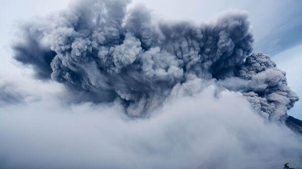 Облако пепла от вулкана