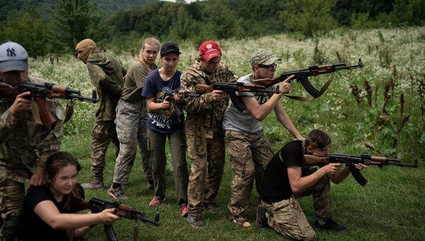 Летний лагерь, организованный националистической партией Свобода, в Тернопольской области Украины. 28 июля 2018