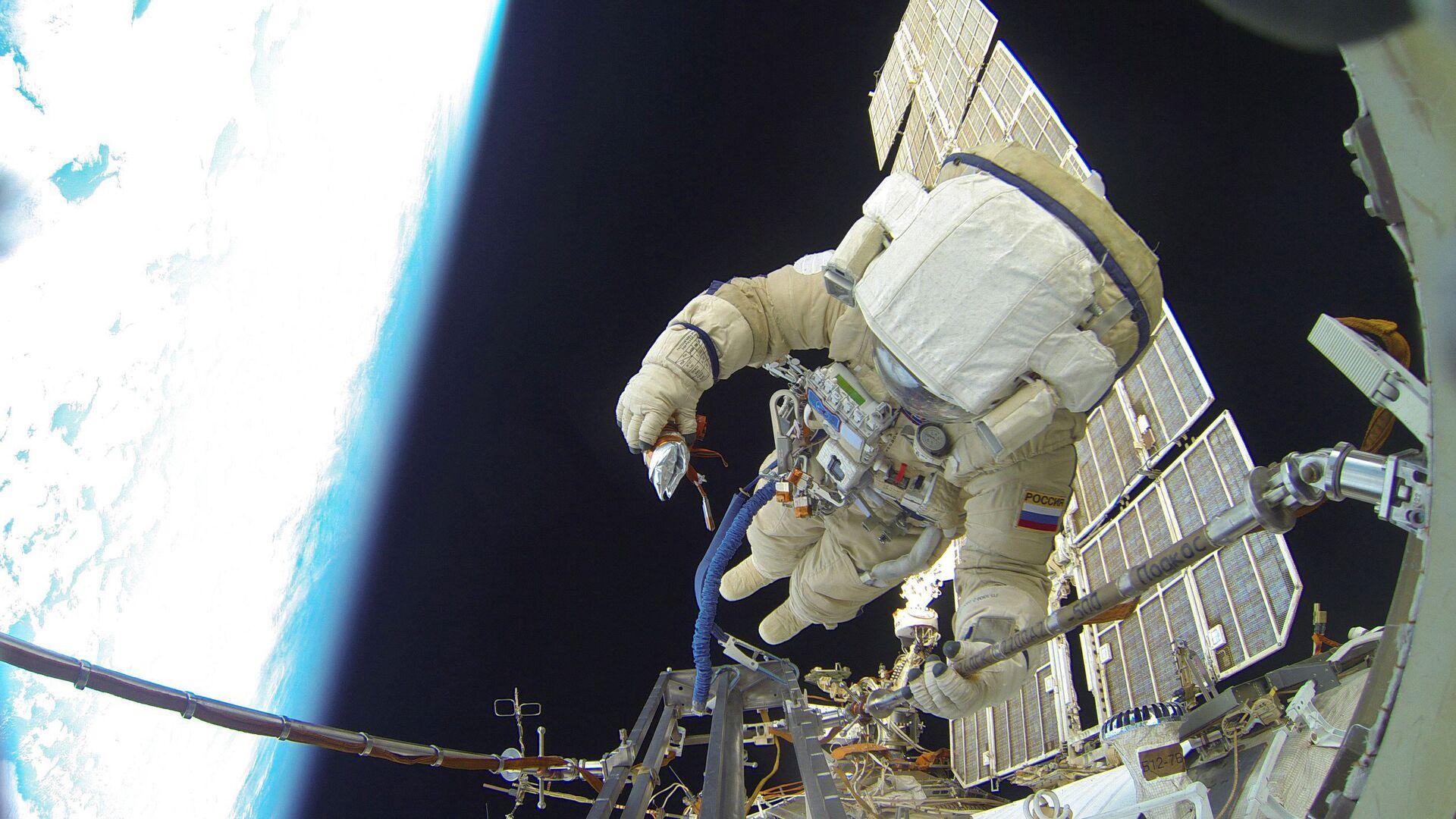 Выход в открытый космос российских космонавтов - РИА Новости, 1920, 14.06.2021