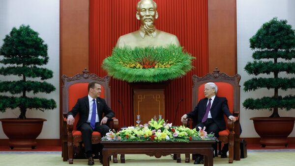 Председатель правительства РФ Дмитрий Медведев и президент Вьетнама Нгуен Фу Чонг во время встречи в Ханое. 19 ноября 2018