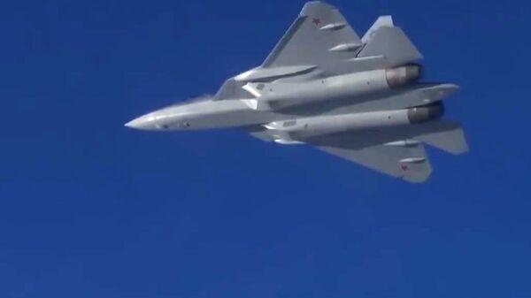 Полет новейшего истребителя пятого поколения Су-57