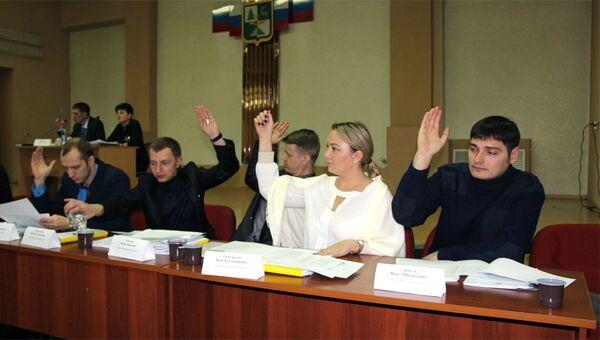 Тындинские депутаты во время голосования о приостановлении до 1 июня 2020 года выплату экс-чиновникам дополнительных пенсий