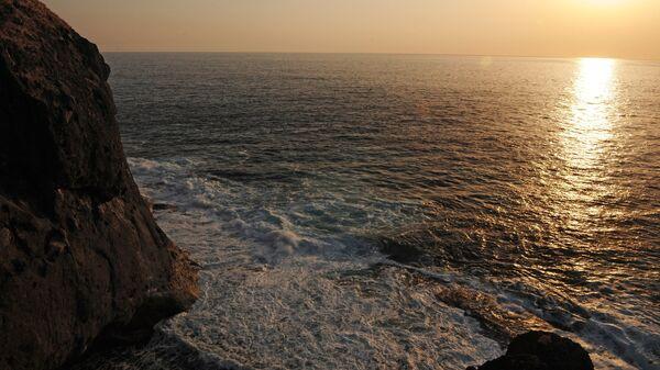 Берег острова Шикотан со стороны Южно-Курильского пролива