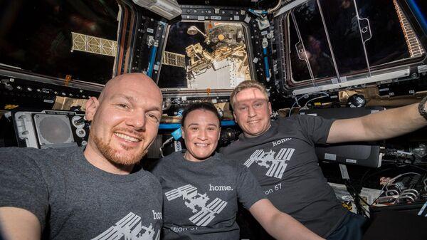 Астронавт ЕКА Александр Герст, астронавт НАСА Серина Ауньон и космонавт Роскосмоса Сергей Прокопьев