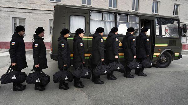 Призывники в краевом сборном пункте во Владивостоке