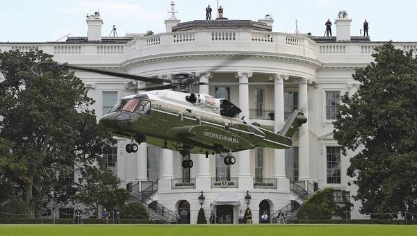 Вертолет Silorsky VH-92 Marine One у Белого дома