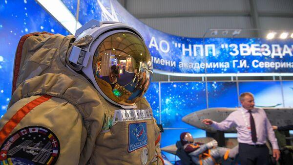 Скафандр для работы в открытом космосе Орлан-МКС. Архивное фото