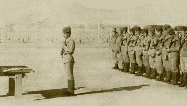 Церемония награждения орденами Боевого Красного Знамени и Красной Звезды солдат, участвовавших в бою за высоту 3234