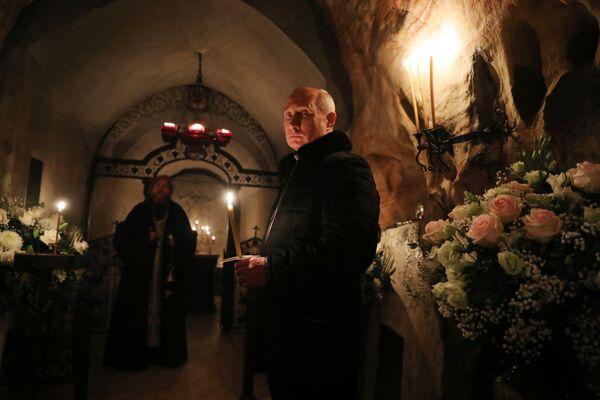 Президент РФ Владимир Путин во время посещения Псково-Печерского монастыря