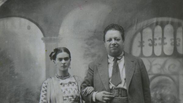 Фрида Кало и Диего Ривера в день своей свадьбы 21 августа 1929 года. Архивное фото