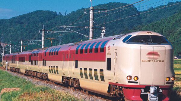 Поезд в Японии со спальными вагонами в составе