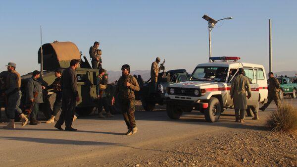 Афганские военные рядом с мечетью в провинции Хост, где произошел взрыв во время пятничной молитвы. 23 ноября 2018
