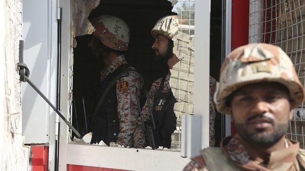 Пакистанские военные в консульстве Китая в Карачи