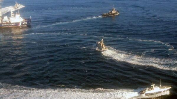 Два малых бронированных артиллерийских катера и рейдовый буксир ВМС Украины пересекли российскую границу и движутся в сторону Керченского пролива.  24 ноября 2018