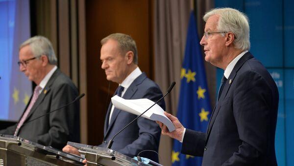 Председатель Европейской комиссии Жан-Клод Юнкер, председатель Европейского совета Дональд Туск и глава делегации ЕС на переговорах по Brexit Мишель Барнье в Брюсселе. 25 ноября 2018