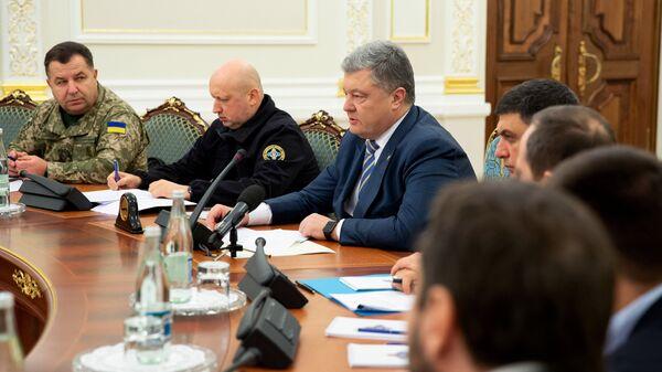 Президент Украины Петр Порошенко на заседании СНБО в Киеве