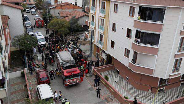Спецслужбы на месте падения вертолета в Стамбуле. 26 ноября 2018