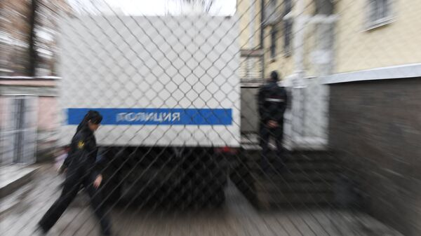 Полицейский автозак у Киевского районного суда Симферополя