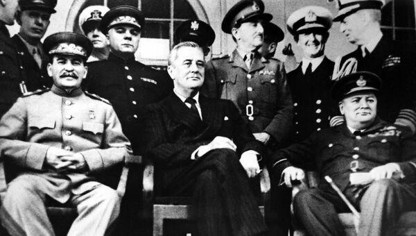В. Сталин, Ф. Д. Рузвельт и У. Черчилль на Тегеранской конференции