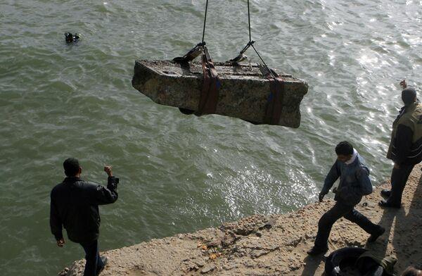 В Египте поднимают со дна моря часть храма Исиды