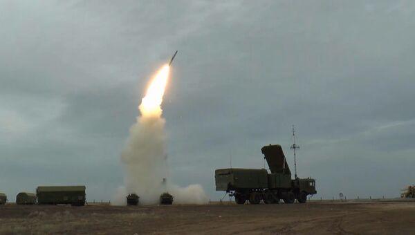 Кадры стрельбы ракетами ЗРС С-400 на полигоне Капустин Яр