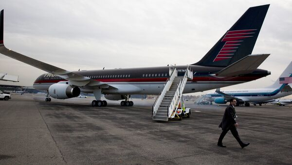 Частный самолет президента США Дональда Трампа в аэропорту Ла-Гуардия в Нью-Йорке. Архивное фото