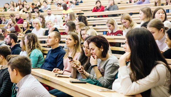 Волонтеров фестиваля молодежи и студентов наградили памятными медалями