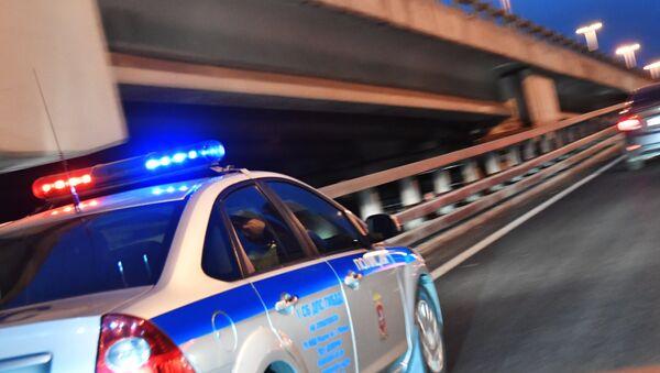 Автомобиль полиции на дороге