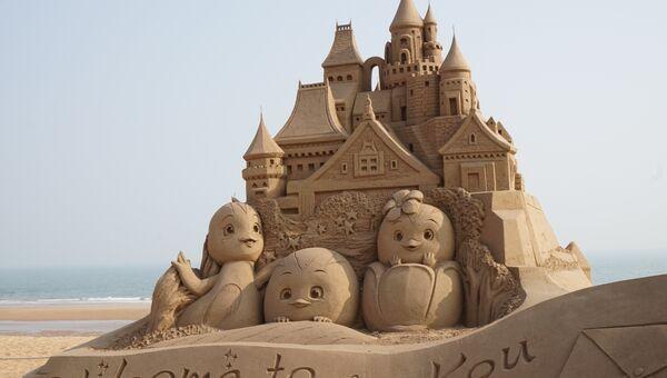 Пляж и песочные скульптуры в городе Жичжао (Китай)