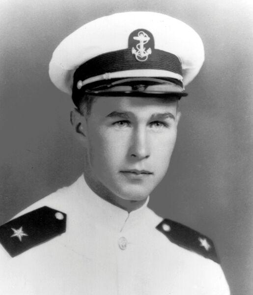 Будущий президент США Джордж Герберт Уокер Буш во время учебы в военной академии в 1943 году