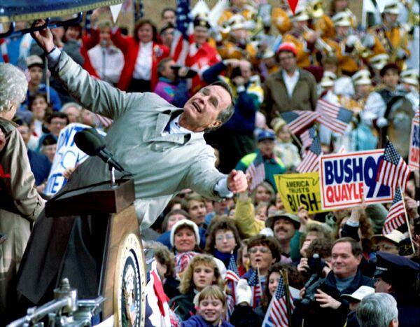 Президент США Джордж Буш-старший во время встречи со своими сторонниками в штате Висконсин. 1992 год