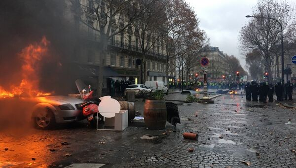 Во Франции проходят протесты против повышения цен на бензин. 1 декабря 2018