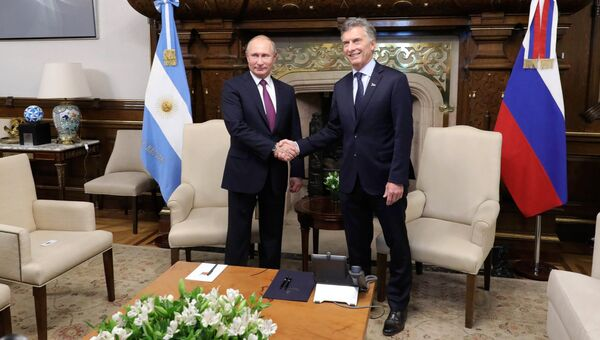 Президент РФ Владимир Путин и президент Аргентины Маурисио Макри на церемонии официальной встречи. 1 декабря 2018