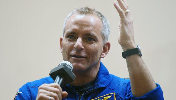 Член основного экипажа МКС-58/59 астронавт Канадского космического агентства Давид Сен-Жак (Канада) на пресс-конференции перед стартом ракеты-носителя Союз-ФГ с пилотируемым кораблем Союз МС-11 на космодроме Байконур