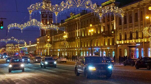 Новогодняя иллюминация на Невском проспекте в Санкт-Петербурге