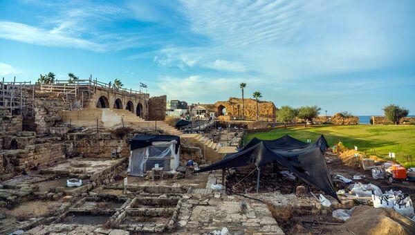 Общий вид археологических раскопок в городе Кейсария