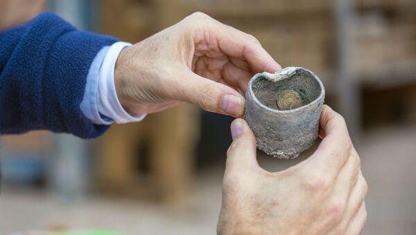 Монеты, обнаруженные при раскопках в городе Кейсария