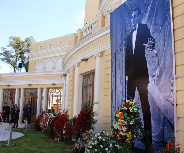 В Баку проходит церемония прощания с легендарным певцом Муслимом Магомаевым
