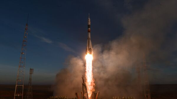 Старт ракеты-носителя Союз-ФГ с пилотируемым кораблем Союз МС-11
