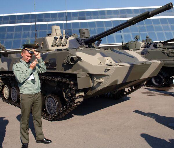Девятая выставка оборонительных вооружений Айдэкс-2009 продлится до 26 февраля.