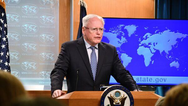 Специальный представитель госсекретаря США по Сирии Джеймс Джеффри во время брифинга
