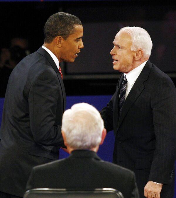 Кандидаты в президенты США сенатор-демократ Барак Обама и сенатор-республиканц Джон Маккейн во время теледебатов